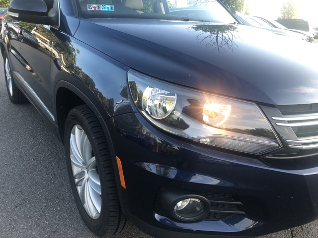 Pre-Owned 2012 Volkswagen Tiguan SE FWD 4D Sport Utility